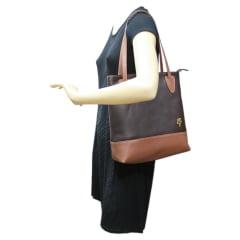 Bolsa de ombro em couro café Esmeria